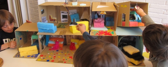 niños construyendo